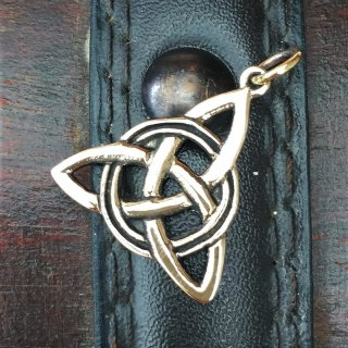 """Triqueta Anhänger """"Triqu"""" aus Bronze"""