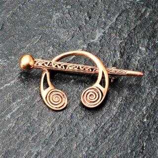 """Kleine mittelalterliche Gewandfibel """"KYRILL"""" aus Bronze"""