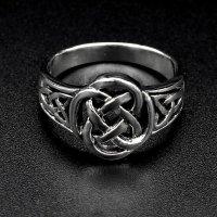 Ring aus 925 Sterling Silber mit keltischen Muster verziert