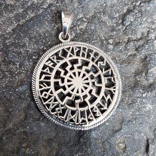 Schwarze Sonne Anhänger mit Futhark Runen aus 925er Sterling Silber