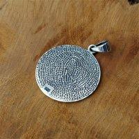 Bärenkralle Amulett verziert mit keltischen Knoten...