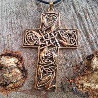 Kreuz Anhänger, verziert mit der Midgardschlange, aus Bronze