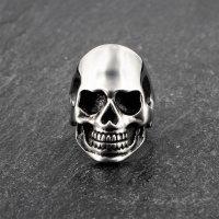 """Massiver Totenkopfring """"CAESER"""" aus Edelstahl 52 (16,6) / 6 US"""