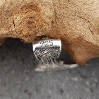 Axkopft Schmuckanhänger mit Rabe und Wolf aus 925 Sterling Silber