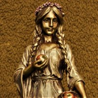 Idunn-Norse Goddess of Youth 22.5 cm