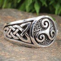 Triskele Ring verziert mit keltische Knoten aus 925...