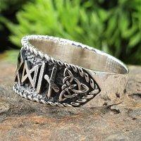 Odin Ring verziert mit einem Wotansknoten und Runen aus...