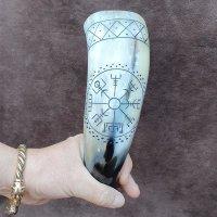Trinkhorn, graviert mit einem Vegvisir